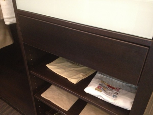 accessoires de rangement planche repasser de placard en promo jusqu au 12 novembre. Black Bedroom Furniture Sets. Home Design Ideas