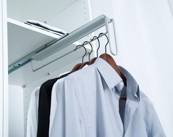 Accessoires de rangement porte cintres frontal sur coulisses for Porte cintre sur pied