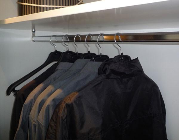 accessoires de rangement tube de penderie chrome 120 cm. Black Bedroom Furniture Sets. Home Design Ideas